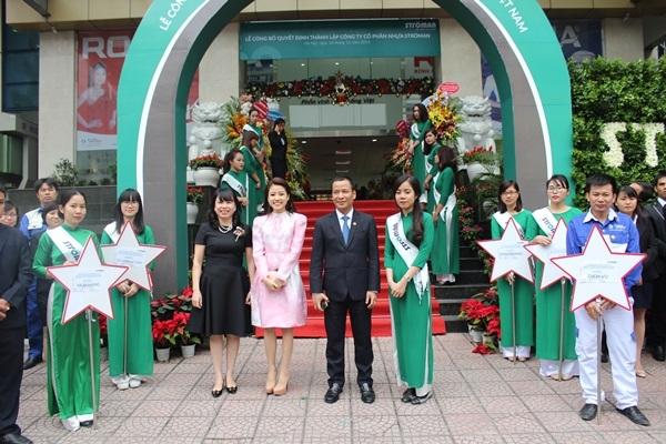 Tập đoàn Tân Á Đại Thành tổ chức lễ công bố quyết định thành lập Công ty CP nhựa Stroman Việt Nam và Chủ tịch HĐQT đón nhận huân chương lao động hạng 3 1