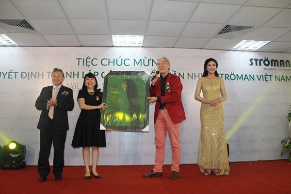 Tập đoàn Tân Á Đại Thành tổ chức lễ công bố quyết định thành lập Công ty CP nhựa Stroman Việt Nam và Chủ tịch HĐQT đón nhận huân chương lao động hạng 3 6