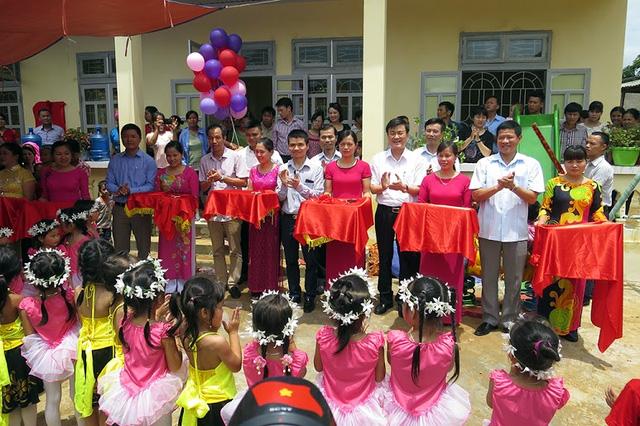 Tưng bừng ngày hội khánh thành 3 phòng học Dân trí tại Yên Bái 13