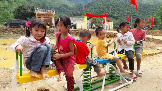 Tưng bừng ngày hội khánh thành 3 phòng học Dân trí tại Yên Bái 15