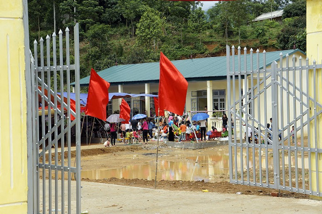 Tưng bừng ngày hội khánh thành 3 phòng học Dân trí tại Yên Bái 5