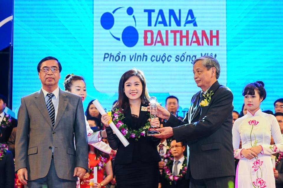 Tập đoàn Tân Á Đại Thành vinh danh Top 15 Thương hiệu Mạnh Việt Nam 2014