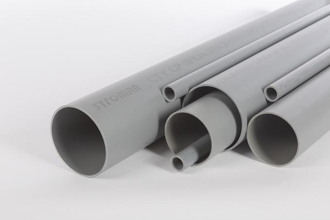 Ống nhựa uPVC có khả năng chịu va đập, áp lực tốt, khó bắt cháy và cách điện nhưng chỉ chịu được nhiệt độ tối đa 40 độ C.