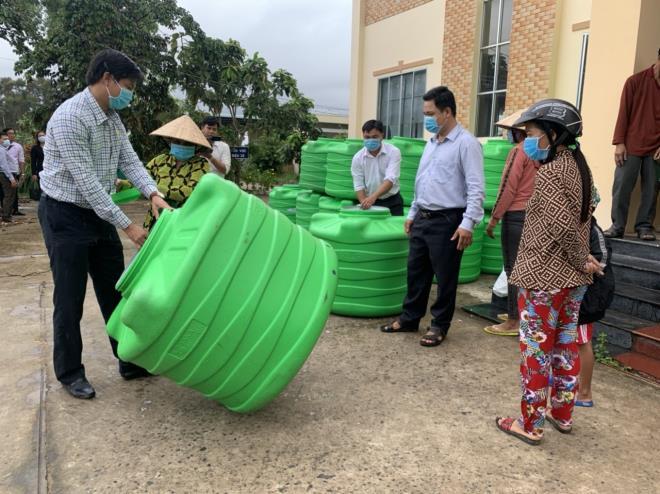 Giữa mùa COVID-19, Tân Á Đại Thành chi hàng tỷ đồng hỗ trợ người nghèo