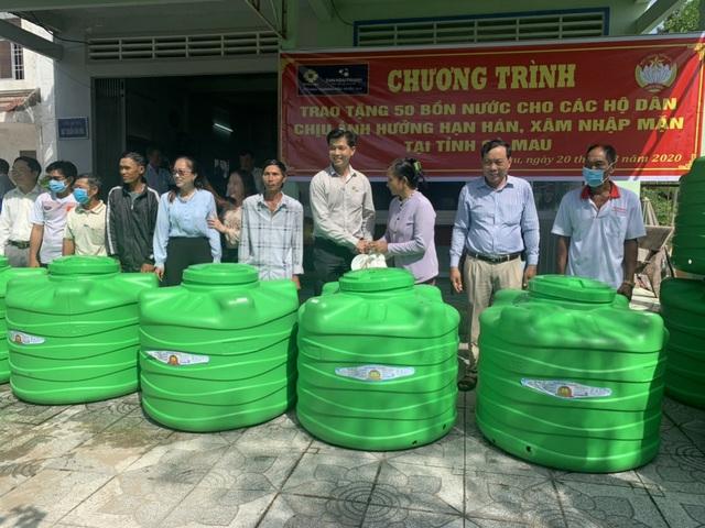 Bồn nhựa Tân Á Đại Thành đã có mặt tại các tỉnh miền Tây giúp người dân nghèo trữ nước ngọt