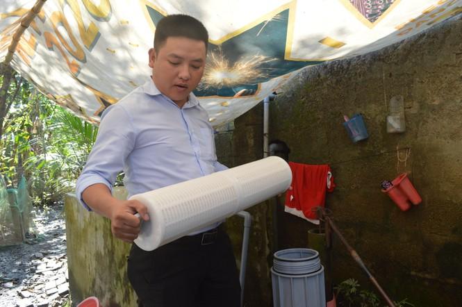 Người dân khó khăn ở Hội An sử dụng bộ máy lọc đầu nguồn của tập đoàn Tân Á Đại Thành