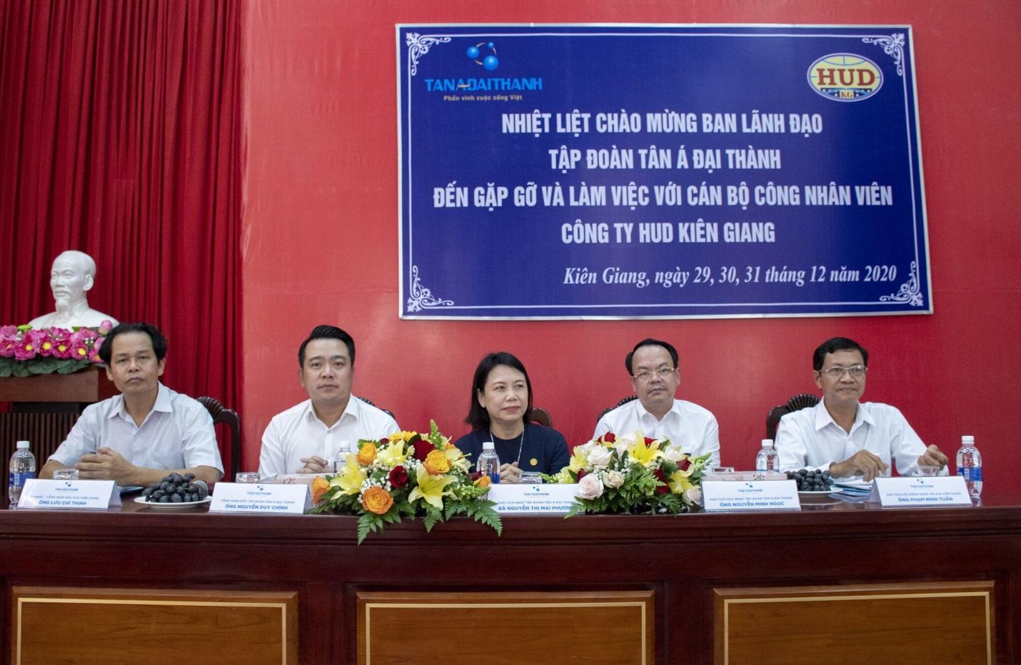 Ban lãnh đạo Tập đoàn Tân Á Đại Thành gặp gỡ và làm việc với CBCNV HUD Kiên Giang