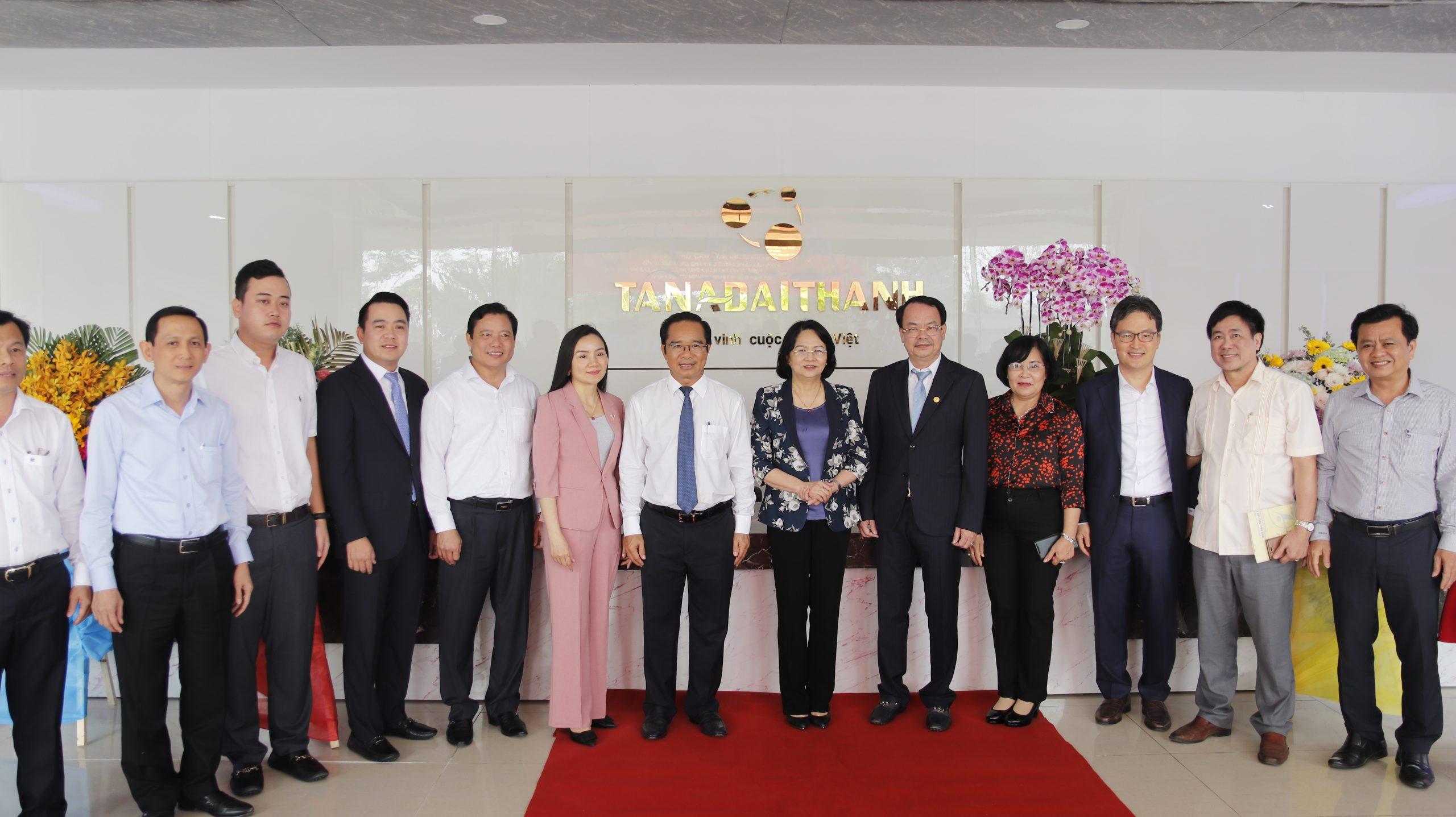 Phó Chủ tịch nước thăm Tổ hợp Nhà máy Tân Á Đại Thành Long An