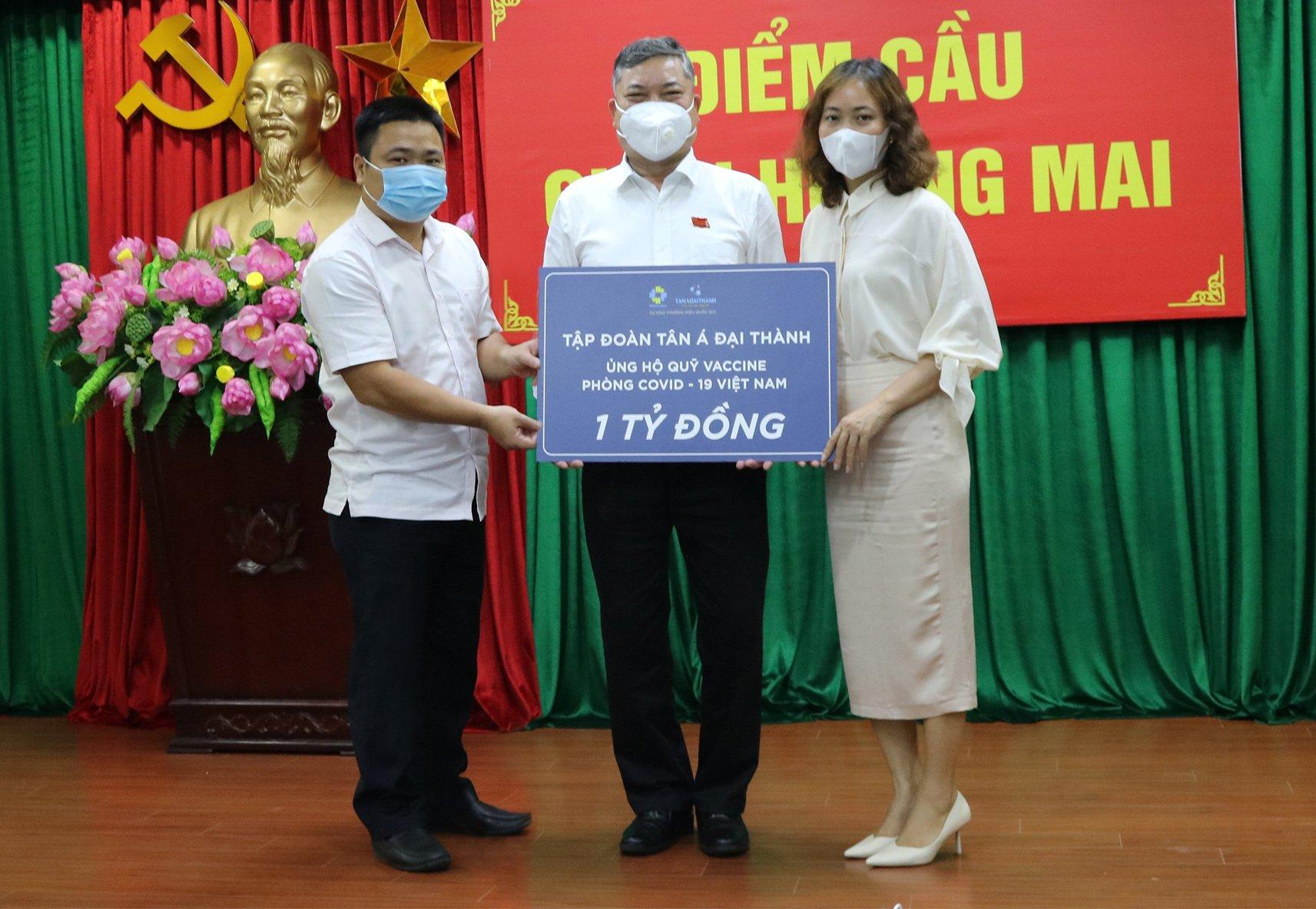 Ban Lãnh đạo và CBNV Tân Á Đại Thành đóng góp 1 tỷ đồng vào quỹ Vắc-xin phòng COVID-19