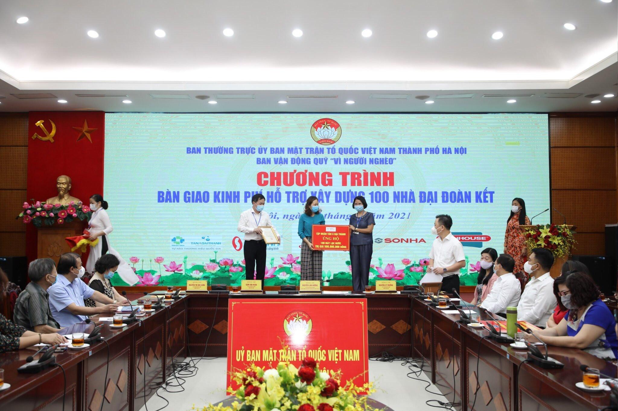 """Tân Á Đại Thành đóng góp tích cực cho quỹ """"Vì người nghèo"""" thành phố Hà Nội"""