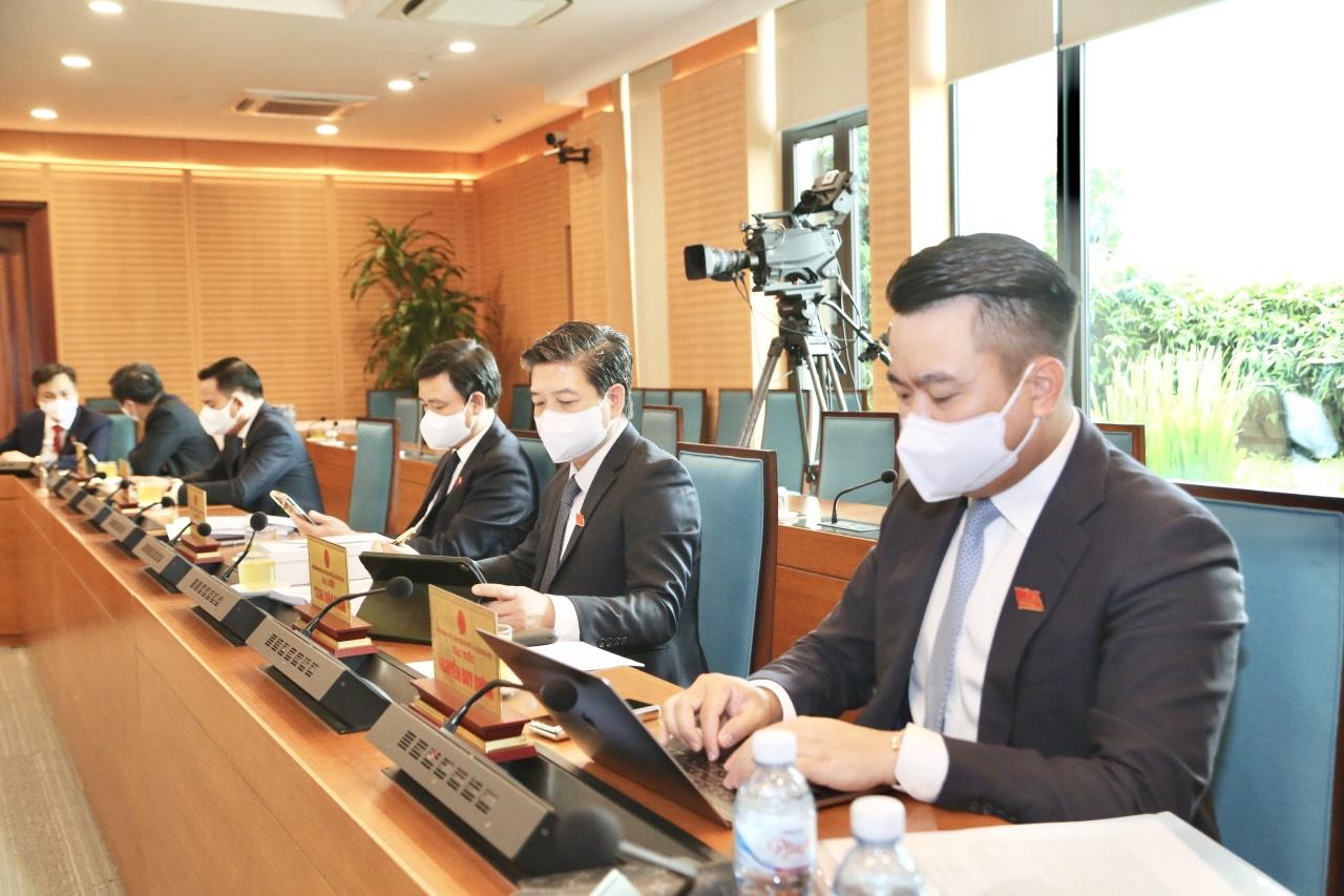 Tổng Giám đốc Tập đoàn đóng góp ý kiến tại Kỳ họp thứ hai HĐND TP Hà Nội